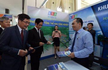 """Khu gian hàng tại Diễn đàn Kinh tế Đông Nam Bộ 2017 """"hút"""" khách tham quan"""