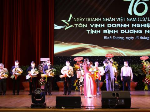 Chủ tịch HĐQT Phan Tấn Đạt được vinh danh là doanh nhân tiêu biểu tỉnh Bình Dương năm 2021.